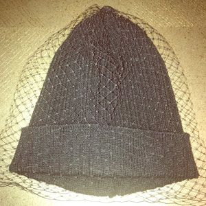 Accessories - Black skully hat with vale